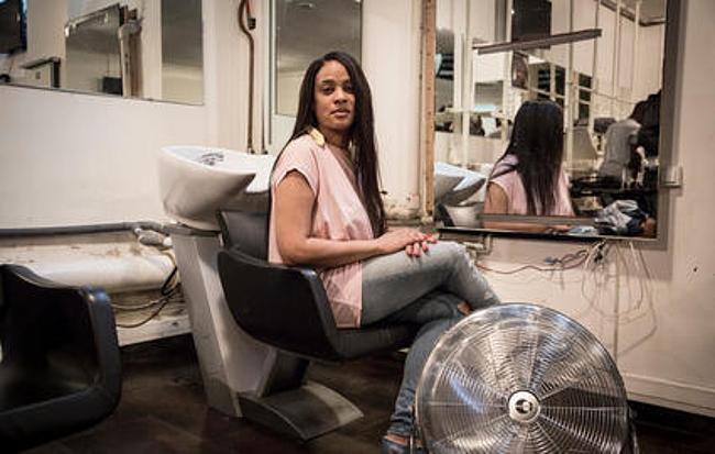 Paris ils font tourner les salons afro de ch teau d 39 eau for Salon de coiffure afro chateau d eau