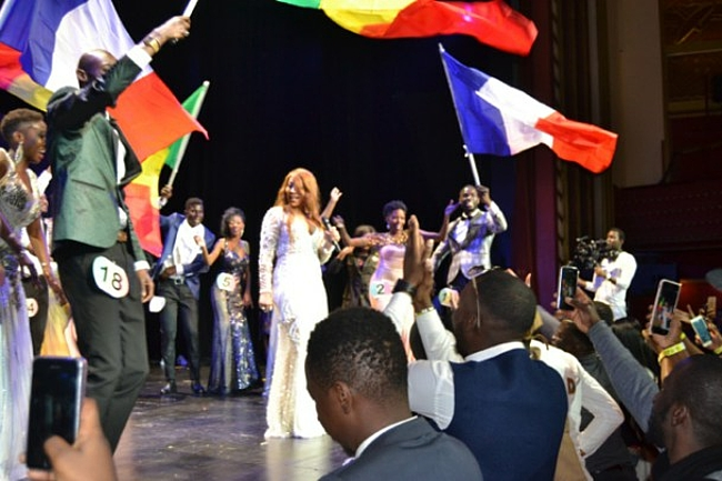 Fatou Mbaye remporte la couronne de Miss Senegal France 2017.