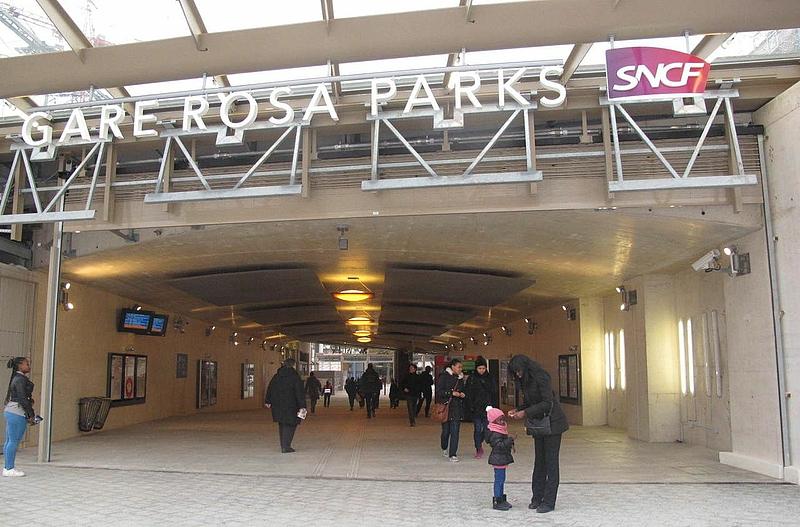 Paris les habitants d couvrent leur nouvelle gare rosa - Paris rosa parks ...