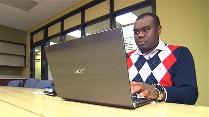 le d fi de trouver du travail pour les dipl m s issus de l 39 immigration black. Black Bedroom Furniture Sets. Home Design Ideas