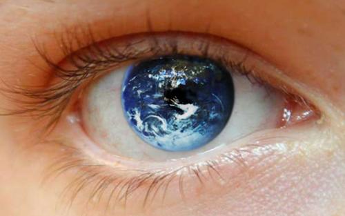 Fixer quelqu'un dans les yeux pendant 10 minutes peut altérer votre conscience _1329858329